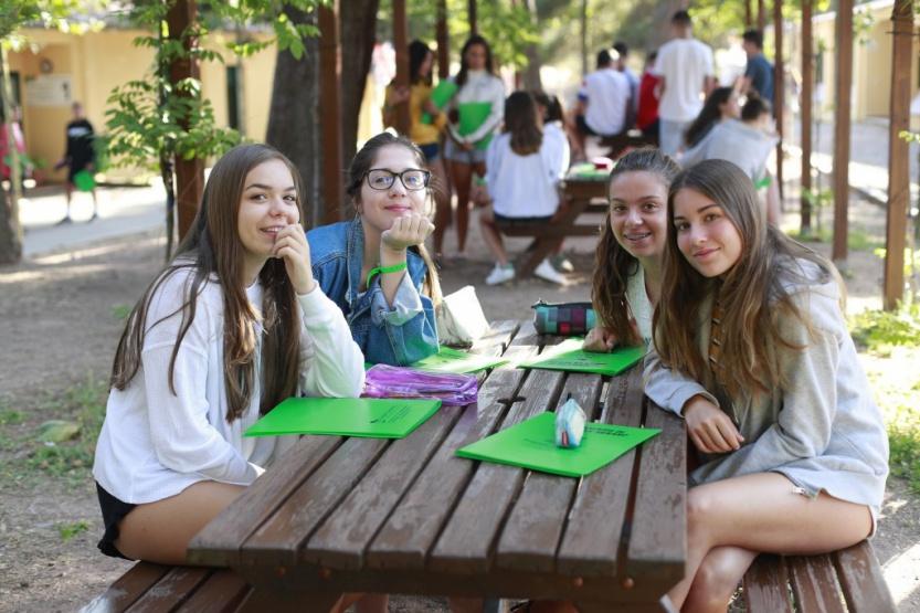 teenagers-prades-folders-english-summer-prades-LR