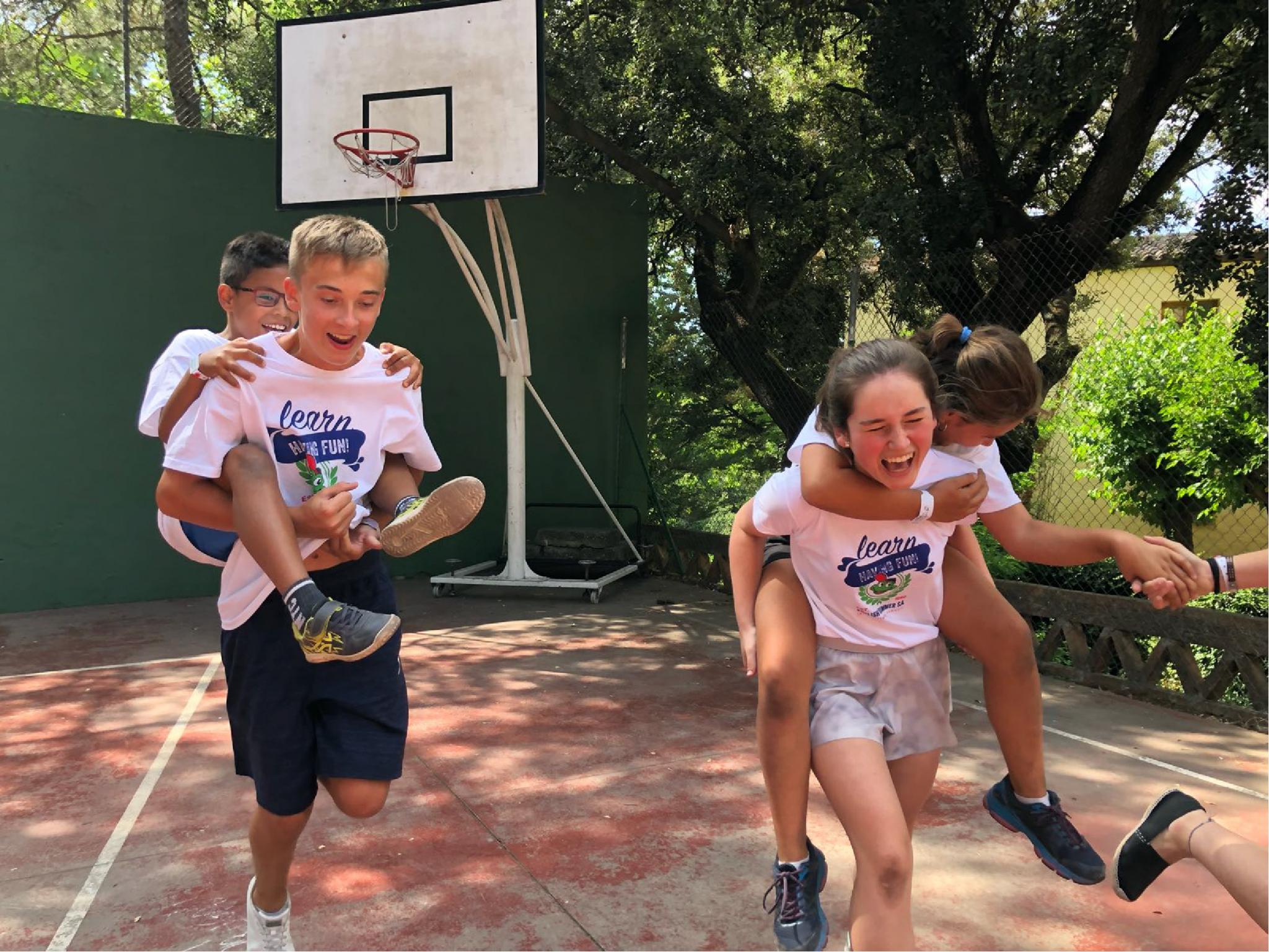 Campamentos niños jugando